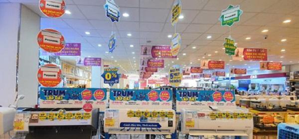 Là các thiết kế được treo trên trần siêu thị, trung tâm thương mại, cửa hàng tiện lợi...