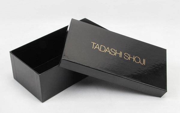 Hộp đựng giày cán màng bóng của TADASHI SHOJI